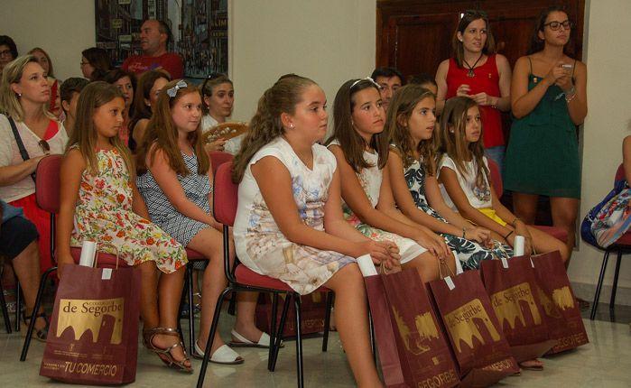 La Corte Infantil atenta al acto. Foto:José Plasencia.