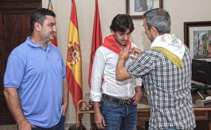Entrga de emblemas. Foto: José Plasencia.