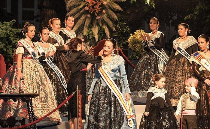 Navajas presenta a su Reina