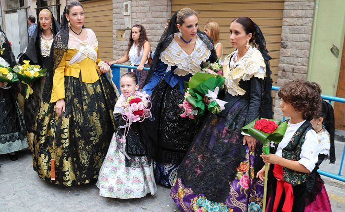 Desfile hacía la Virgen. Foto:A.Monleón