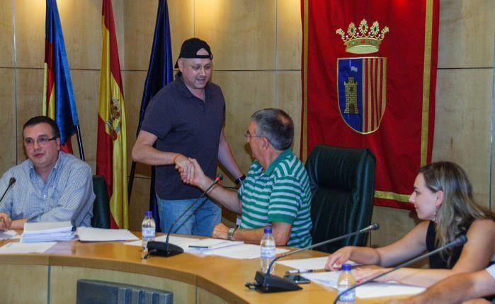 Roberto Máñez despidiéndose de Miguel López. Foto:J.P.