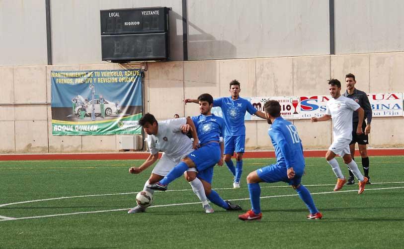 Se pidió el penalty. Foto:J.Plasencia.