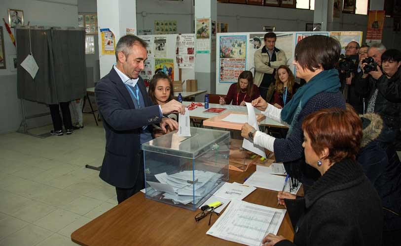 Rocio Ibáñez votó en Altura. Foto:J.Plasencia