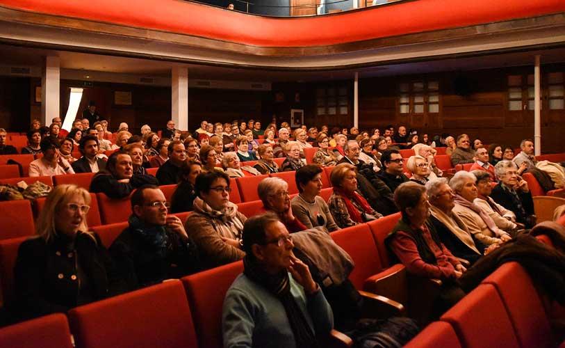 El estreno se realizó en el Teatro Serrano. Foto:J.P.